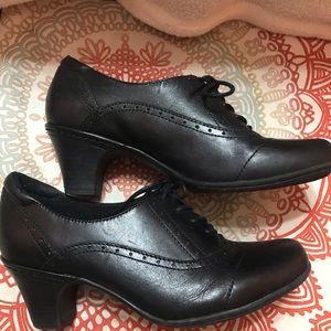 Rockport Oak Hill oxfords with heels, size 8 wide